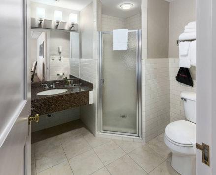 Paul Harris Suite Bathroom